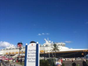 バミューダ港に着くクルーズ