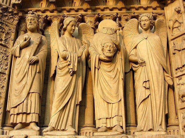 『ノートルダムの鐘』の銅像