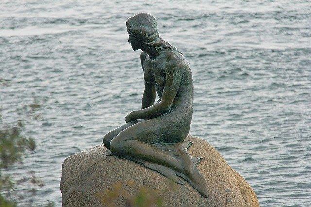 原作『人魚姫』の像
